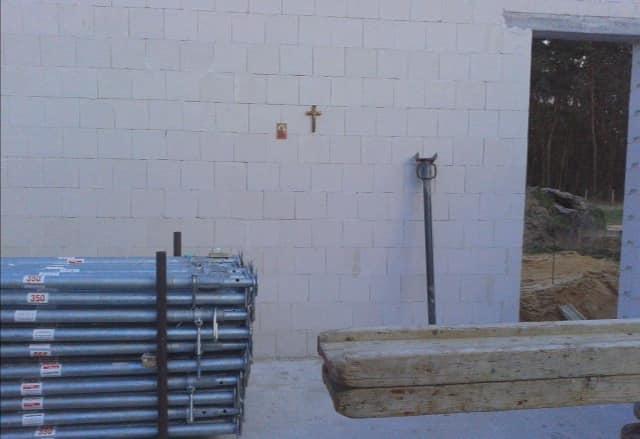 Krzyżyk na ścianie